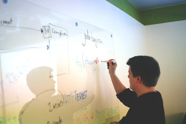 課題を深堀り、チームで攻めるコンサルファームの営業方法論